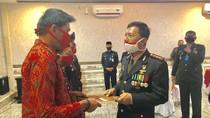 Gagalkan Penjambretan, Warga Jambi Diberi Penghargaan di HUT Bhayangkara Ke-74