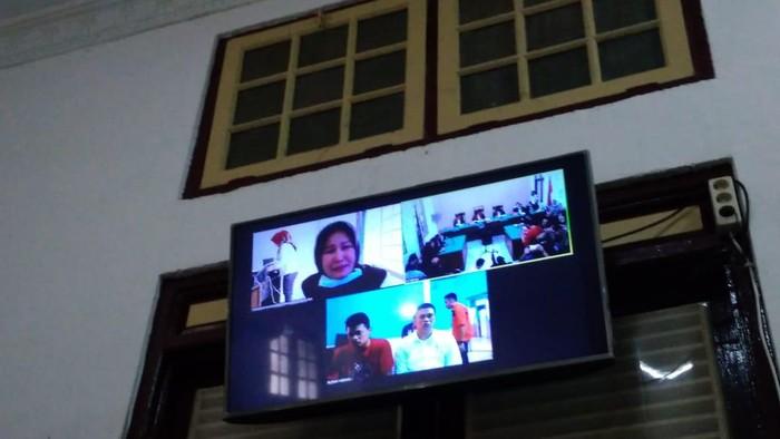Zuraida Hanum menangis di sidang vonis (Datuk Haris Molana-detikcom)