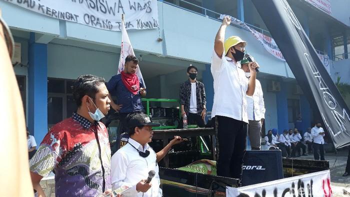 Aksi demo di Uniba Solo, Kamis (2/7/2020)