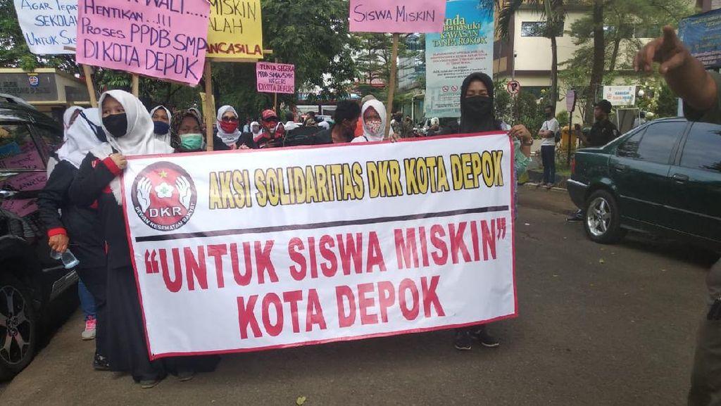 Banyak Siswa Miskin Ditolak di Sekolah Negeri Depok, Massa Demo di Balai Kota