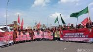 Massa Ormas Demo Tolak RUU HIP di Kantor DPRD Kota Tegal