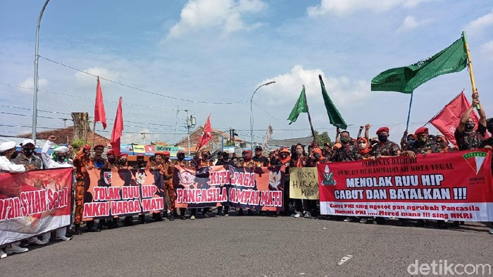 Aksi tolak RUU HIP di Kantor DPRD Kota Tegal