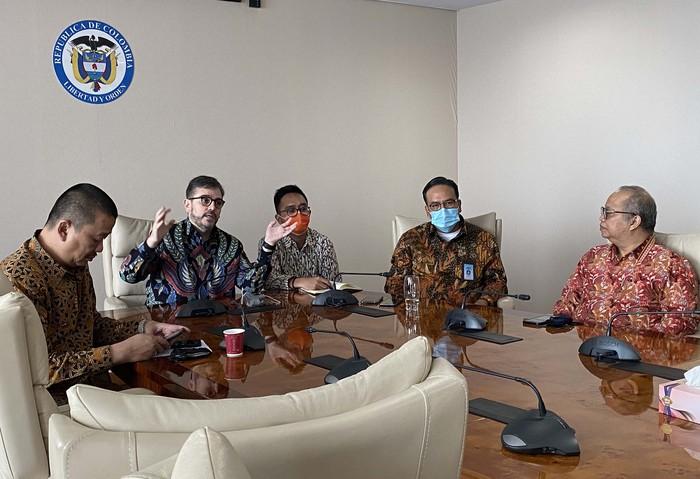 Pemerintah Kolombia lewat Kedutaan Besar Kolombia di Jakarta memberikan apresiasi dan ucapan terima kasih kepada PT INUKI Persero dan Garuda Indonesia atas kerja sama dan kontribusinya memulangkan warga negara Amerika Latin tersebut kembali ke negaranya di masa pandemi COVID-19.