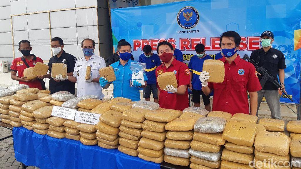 BNN Banten Gagalkan Penyelundupan 298 Kg Ganja via Pelabuhan Merak
