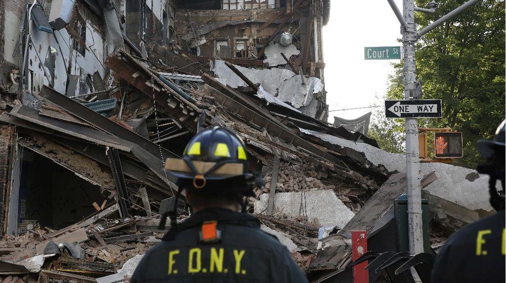 Gedung Bertingkat di Brooklyn Roboh