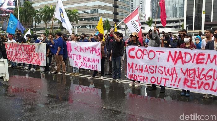 Demo mahasiswa di Kemendikbud menuntut soal UKT