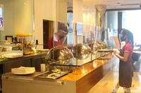 Saat ini tidak ada layanan buffet untuk tamu. Semua tamu harus memesan makanan melalui karyawan hotel. (Foto: Putu Intan/detikcom)