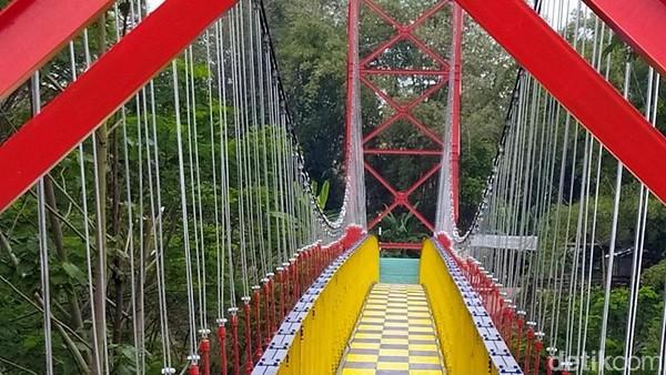 Jembatan sepanjang 120 meter ini menghubungkan antara Desa Mangunsuko dan Desa Sumber, Kecamatan Dukun, Kabupaten Magelang. (Eko Susanto/detikcom)