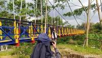 Jembatan ini pun ngehits di Magelang. Banyak wisatawan yang berdatangan sekadar untuk melihat dan foto-foto maupun selfie. (Eko Susanto/detikcom)