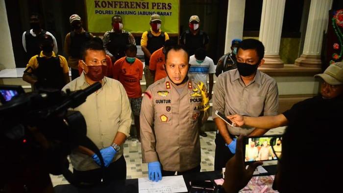 Kapolres Tanjung Jabung Barat, AKBP Guntur Saputro.