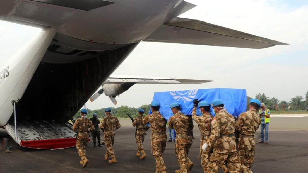 Jenazah Prajurit TNI yang Gugur di Kongo Tiba di Tanah Air Malam Ini