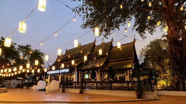 Di Chiang Mai, Thailand kedai Starbucksnya juga nggak kalah kece. (Getty Images/kitzcorner)