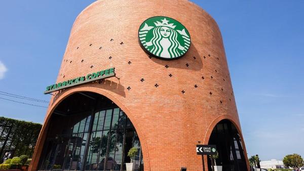 Berada di Thailand, tepatnya di Phra Nakhon Si Ayutthaya, ini kedai Starbucks Drive Thru yang paling kece. (Getty Images/NorGal)