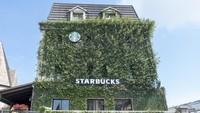 Go Green! Begini penampakan kedai Starbucks di kota Danang, Vietnam. (Getty Images/Theerakit)