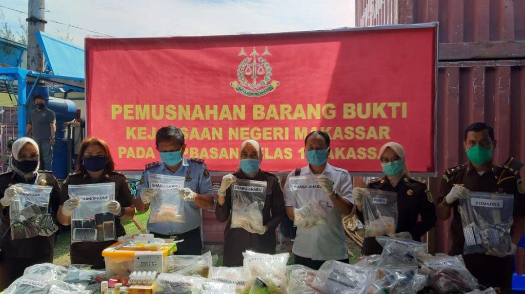Kejari Makassar Musnahkan Narkoba-Anak Panah-Obat Bernilai Miliaran Rupiah