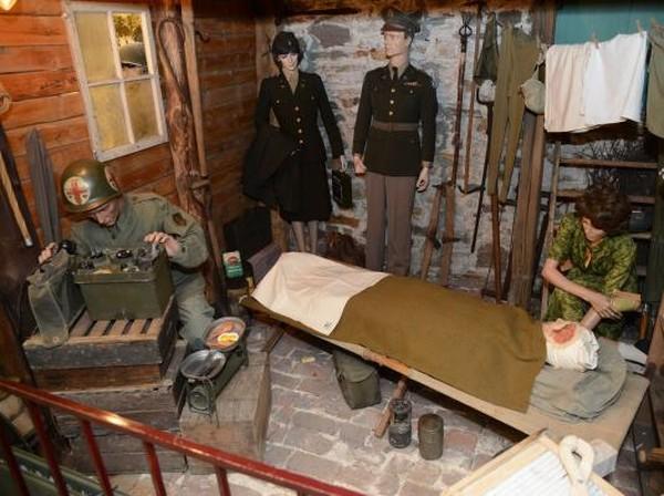 Diketahui, museum itu dibangun di sebuah gudang tua yang telah direnovasi dan dihiasi dengan berbagai diorama untuk menggambarkan suasana saat Perang Dunia II tengah berlangsung. Istimewa/Dok. www.remembermuseum.be.