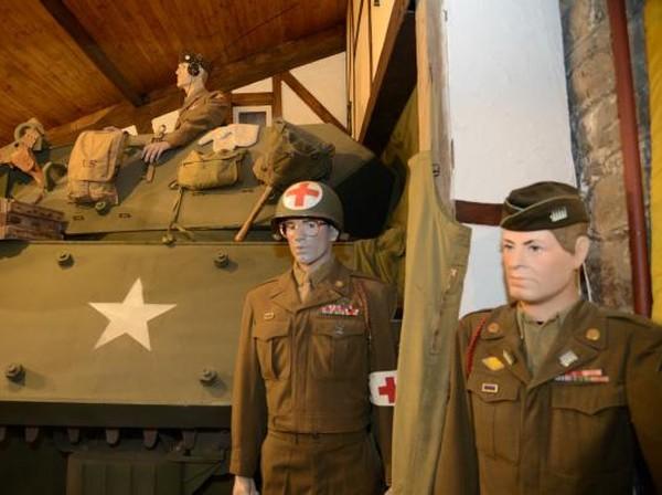 Sejumlah diorama berisi patung-patung tentara Perang Dunia II tampak menghiasi setiap sudut ruangan di museum tersebut. Istimewa/Dok. www.remembermuseum.be.