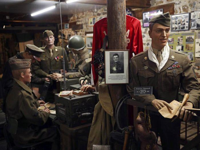 Museum Peringatan Perang Dunia II menarik untuk dikunjungi saat berwisata ke Belgia. Pengunjung dapat melihat beragam diorama hingga kendaraan peninggalan PD II