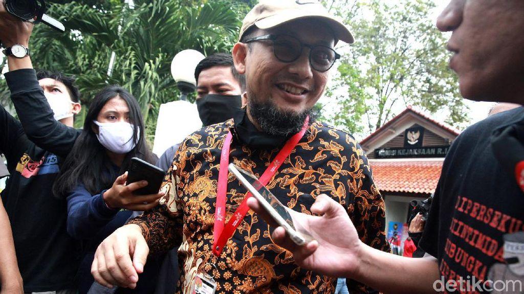 Komjak Ungkap Alasan Jaksa Tak Hadirkan Saksi Penting Versi Novel Baswedan