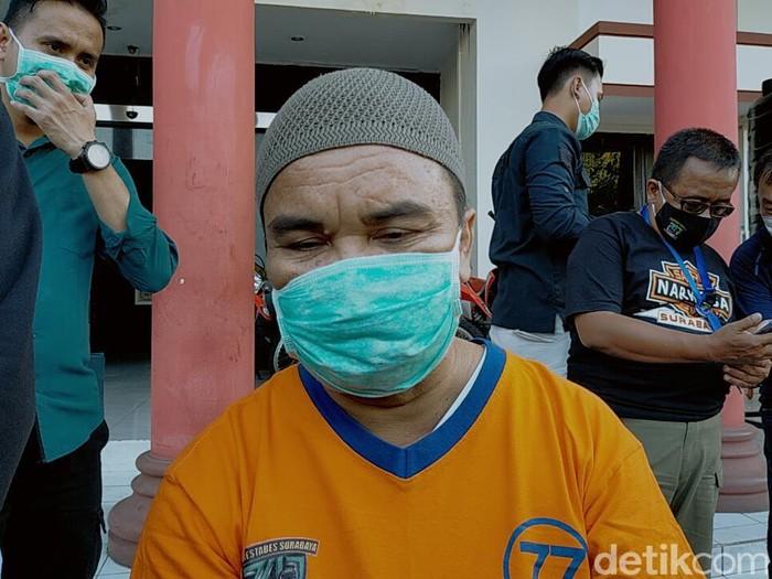 Seorang pengedar sabu di Surabaya menyimpan barang terlarang tesebut di dalam Al-Quran. Mengapa ia nekat melakukan itu?