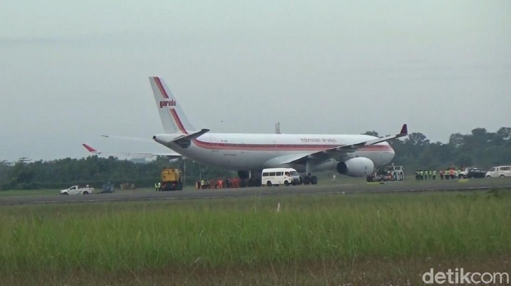 Pesawat Garuda yang Tergelincir di Bandara Hasanuddin Selesai Dievakuasi