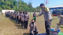 Naik Pangkat, 54 Polisi Madiun Ritual Mandi Kembang