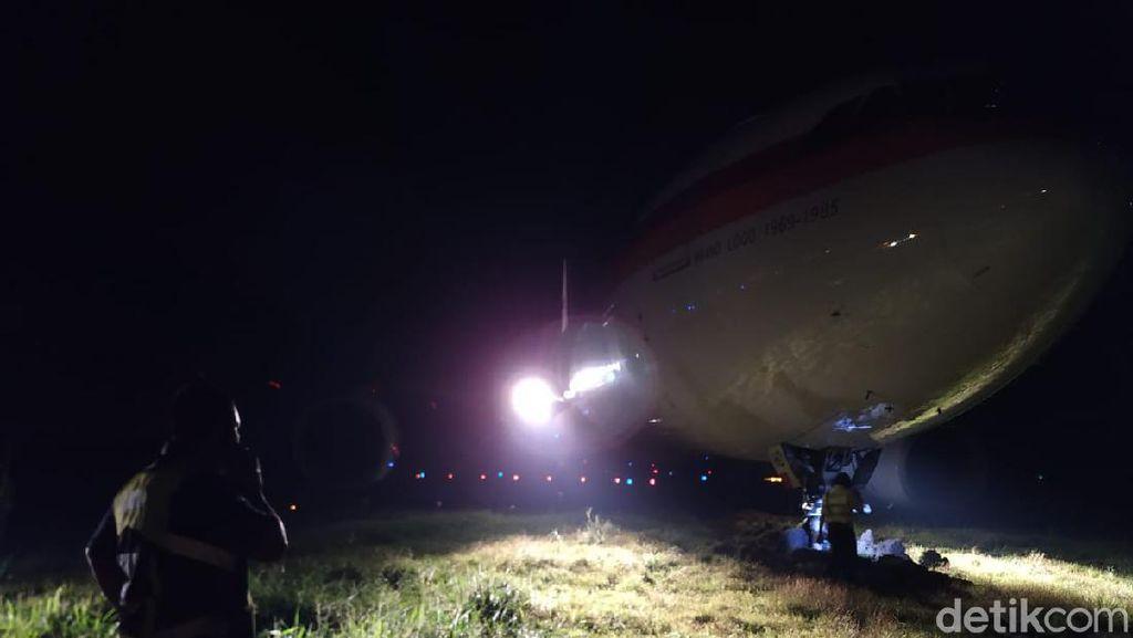 Dini Hari, Petugas Masih Evakuasi Pesawat Garuda Tergelincir di Bandara Hasanuddin