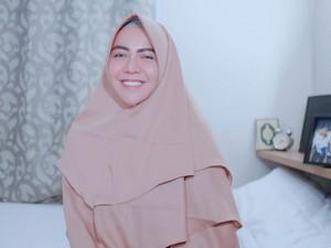 Kisah Hijrah Ratu Rizky Nabila, Istri Cantik Bintang Persija yang Kini Syari