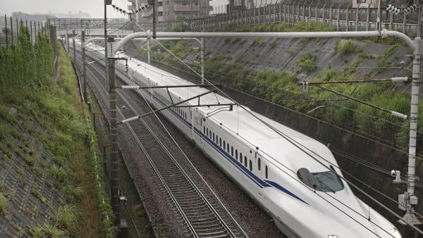 N700S begitulah nama kereta cepat terbaru dari Jepang. S adalah singkatan dari Supreme. Kereta yang baru beroperasi 1 Juli lalu diklaim sebagai yang tercepat dan tahan gempa. (Kyodo News via Getty Images)