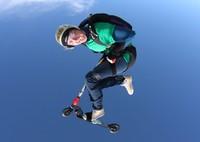 Lee Barraclough, Direktur Skydiving Kiwi mengatakan aktivitas Skydiving di perusahaannya cukup unik karena alih-alih naik pesawat, traveler akan melompat ke angkasa naik helikopter. Pengalaman itu akan jadi yang pertama di Selandia Baru. Global Action Sports via Getty Images