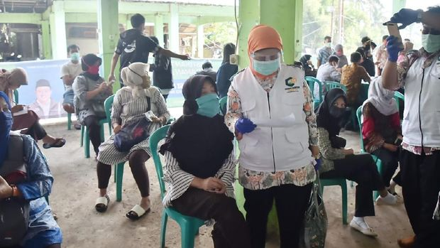 Swab Test Pedagang Pasar Cisarua, ilustrasi tes swab, test swab, ilustrasi virus corona, ilustrasi tes corona
