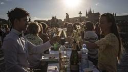 WHO Bertanya ke Pemuda Dunia: Harus Banget Pergi Pesta?
