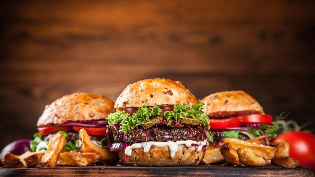 Suka Makan Burger? Intip Dulu Cerita Unik di Balik Sajian Ini