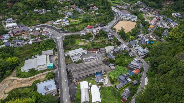 Kamikatsu merupakan kota ramah lingkungan di kawasan Jepang. Di kota ini warganya dengan tertib dan disiplin kelola sampah agar tak mencemari lingkungan.