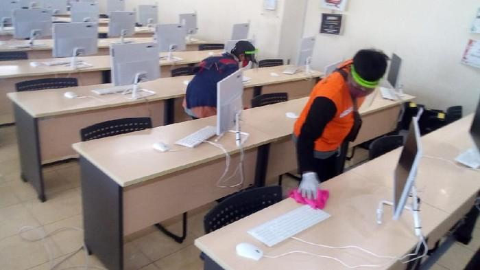 Institut Teknologi Sepuluh Nopember (ITS) siap menggelar UTBK sesuai protokol kesehatan. Termasuk meminta semua peserta melakukan rapid test sebelum UTBK.