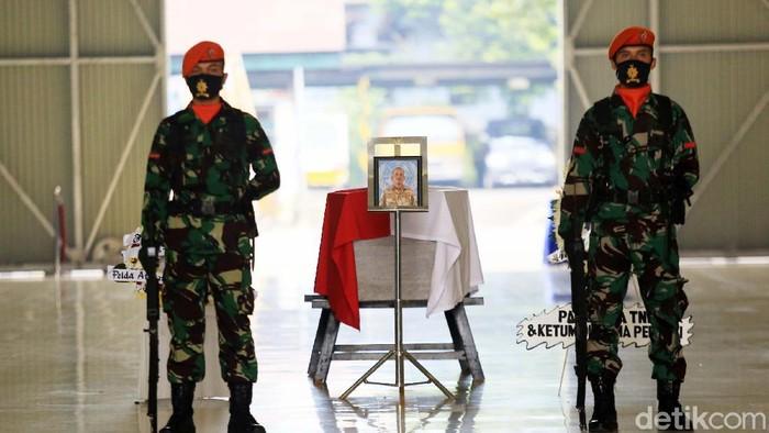 Jenazah Pelda Anumerta Rama Wahyudi diterbangkan ke Pekanbaru, Riau. Serma Rama Wahyudi gugur ketika menjalankan tugas Misi Perdamaian PBB di Kongo.