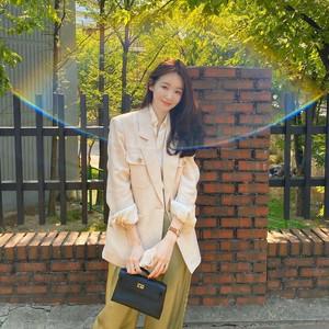 Netizen Protes Kang Min Kyung Jual Kuncir Rambut Seharga Rp 711 Ribu