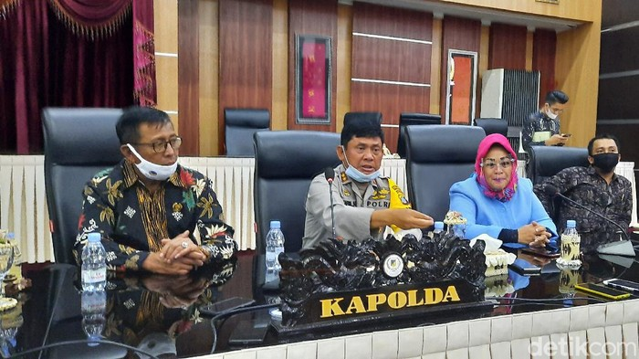 Ketua Komisi I DPRD Sulteng, Sri Indraningsih Lalusu, yang didampingi oleh Kapolda Sulteng dan Danrem 132/Tadulako