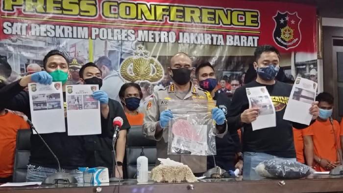 Konferensi pers Polres Jakbar terkait penusukan Serda Saputra, di Mapolres Jakbar, Jumat (3/7/2020).
