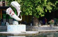 Objek wisata Umbul Ponggok yang biasanya ramai didatangi oleh wisatawan di masa pandemi tampak sepi dari aktivitas karena ditutup sementara guna mencegah penyebaran virus Corona.