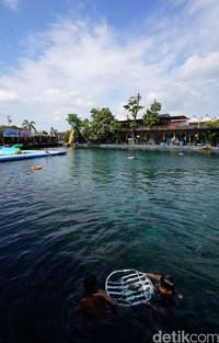 Seperti diketahui, Umbul Ponggok jadi salah satu objek wisata yang cukup populer di Klaten, Jawa Tengah. Harga tiket masuk yang cukup terjangkau membuat masyarakat kerap mengisi waktu di akhir pekan dengan berwisata ke kawasan tersebut.