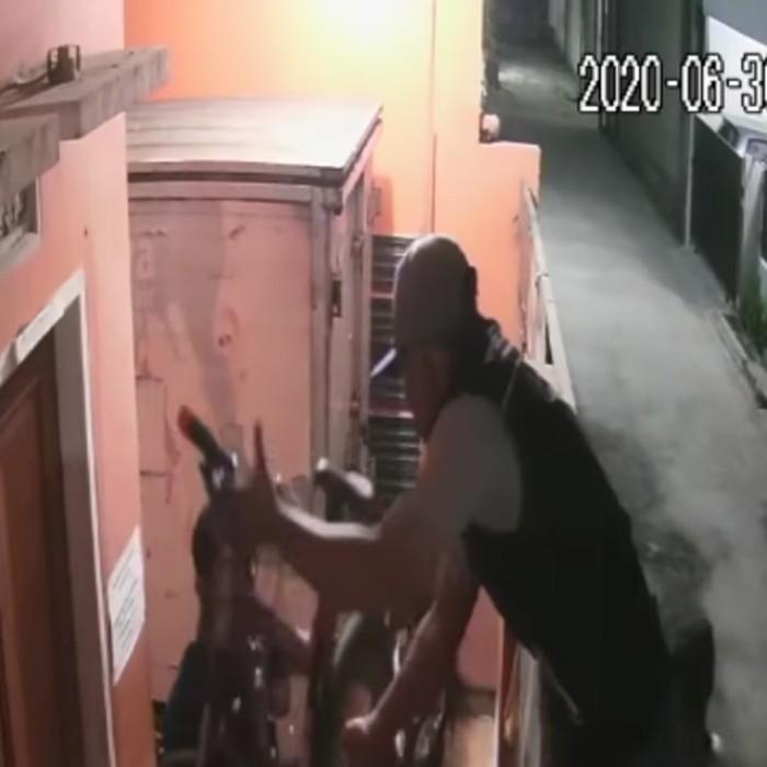 Pencuri santuy gondol dua unit sepeda di Bandung