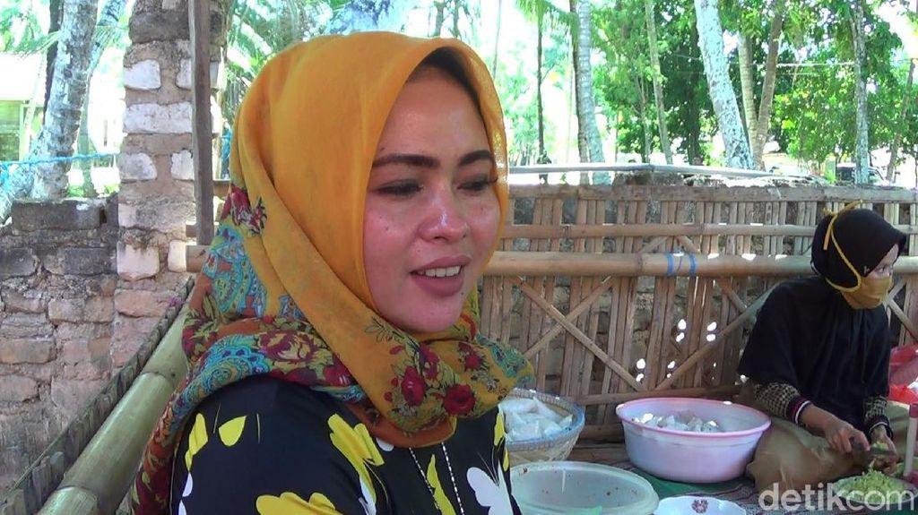 Heboh Penjual Rujak Mirip Syahrini di Sumenep