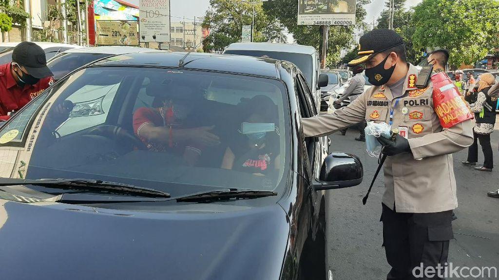 Ribuan Masker Dibagikan Tekan Sebaran COVID-19 di Kota Malang