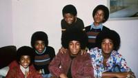 Michael Jackson memulai karier bernyanyi pada usia lima tahun sebagai anggota kelompok vokal keluarga Jackson (kelak menjadi the Jackson 5) sebelum meluncurkan album solo pertamanya Got to Be There pada tahun 1971.