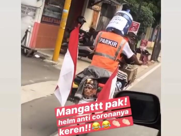 Pria pakai helm anti corona dari galon air