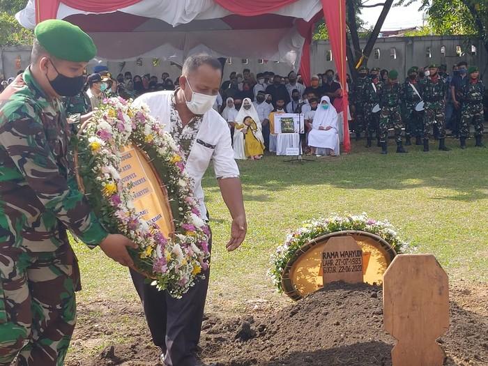 Prosesi pemakaman Pelda (Anumerta) Rama Wahyudi yang gugur di Kongo (Chaidir-detikcom)