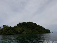 Kalau dilanggar pulau akan diselimuti hujan badai dan petir yang tak berhenti. (Hari Suroto/Istimewa)