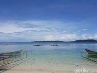 Cantikknya alam Pulau Kapotar enggak akan bikin kamu nyesel untuk datang ke sana. (Hari Suroto/Istimewa)