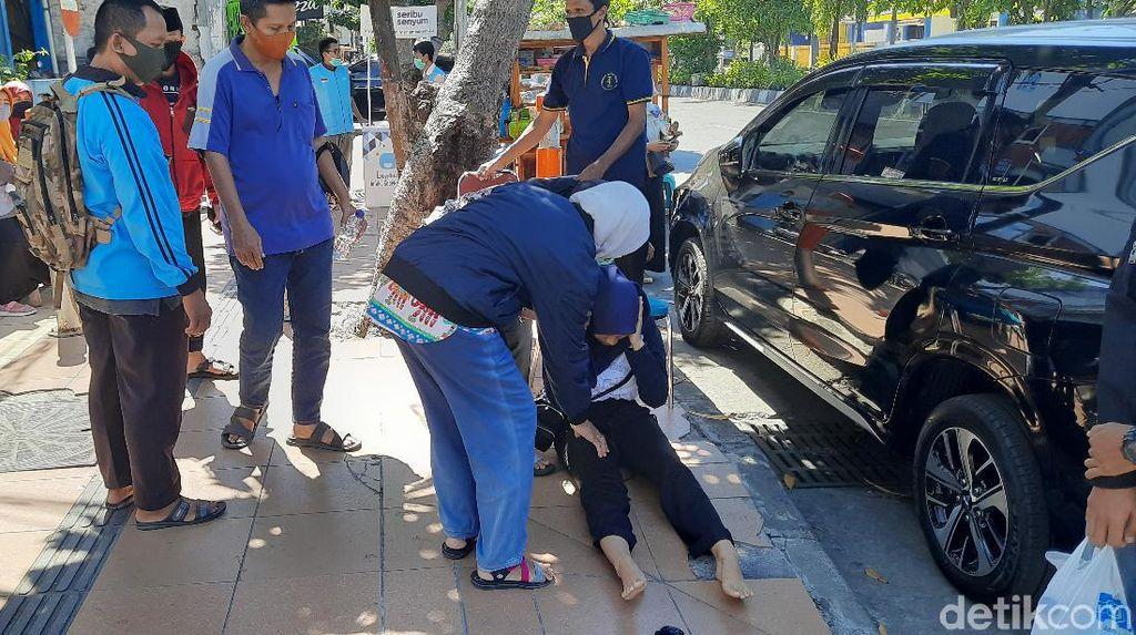 Antrean Rapid Test di Lab Surabaya Membeludak, Calon Peserta UTBK Pingsan